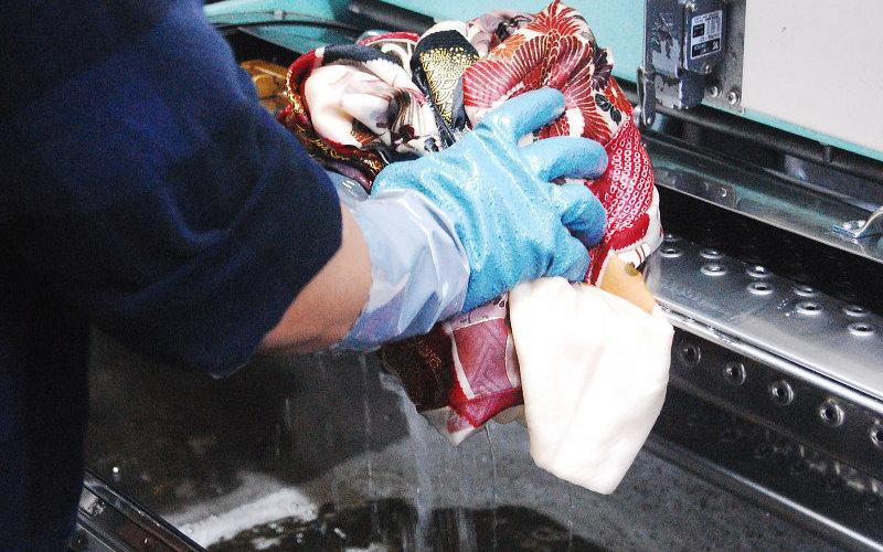 着物専用のドライ機で丸洗い